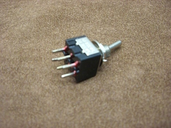 miniatur switch on-on
