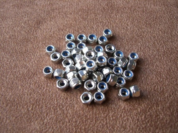 securing nuts M4 (50 pieces)